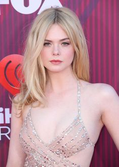Elle Fanning - 2019 iHeartRadio Music Awards in Los Angeles Elle Fanning Style, Outfits, Clothes and Latest Photos. Dakota Fanning Y Elle, Ellie Fanning, Beautiful Female Celebrities, Beautiful Actresses, Beautiful Women, Beautiful People, Elle Fanning Movies, Female Profile, Girls Image