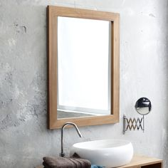 The high quality mirror surface and 2.5 cm depth of the natural wood mirror frame make for an exceptional furniture piece. Accompanied with a teak bathroom cabinet, this mirror can add some natural elegance to your bathroom. #tikamoon