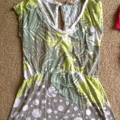 Forest Top Fab top with a open back that has a button closure v Tops