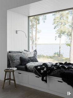 intressantahus-Mariefred-03 Garage Interior, Window Seat Storage, Cabins And Cottages, Ship Lap Walls, New Room, Home Renovation, Living Spaces, House Design, Interior Design