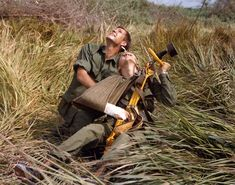 Medic PFC James L Morrison waits with victim for the Internal Assembly Hoist to be lowered from the Huey helicopter, Long Binh, Viet Nam, October (Photo by PhotoQuest/Getty Images) Vietnam History, Vietnam War Photos, North Vietnam, Vietnam Veterans, Military Veterans, American Veterans, American War, American History, First Indochina War