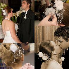 Noiva e daminha com lindas e delicadas flores Regimille