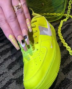 cute nail designs for after quarantine Summer Acrylic Nails, Best Acrylic Nails, Glam Nails, Stiletto Nails, Coffin Nails, Sneaker Nails, Nike Nails, Souliers Nike, Chrome Nails Designs