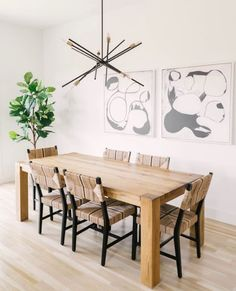 This natural, bright dining room features the Antique Bronze, mid-century modern Astra chandelier that adds an organic feel to this design. Ideal for dining room settings or entryways, these space-aged inspired pieces are so versatile they can be incorporated into a variety of interiors. #naturaldesign #organicdesign #naturaldecor #lightingdesign #lightdesign #moderndecor #midcenturymoderndecor #chandelier #midcenturymodernstyle #midcenturymodernhome #bronzedecor #diningroomdecor #diningroom