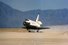 SPACE SHUTTLE LANDING AT WHITE SANDS MISSLE RANGE NM | Space shuttle Columbia lands at White Sands, New Mexico with STS-3 ...