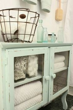 I love this shabby chic look! Bathroom decor