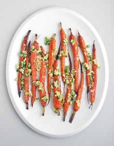 Seductively Simple Side: Roasted Carrots With Scallion-Ginger Glaze Golden Globe. Best Vegetarian Recipes, Healthy Recipes On A Budget, Healthy Food Options, Organic Recipes, Easy Healthy Recipes, Healthy Cooking, Clean Eating Diet, Clean Eating Recipes, Benefits Of Organic Food