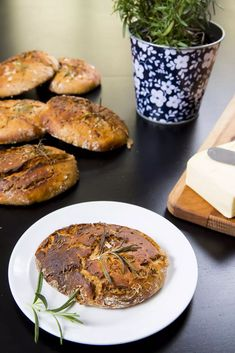 RECEPTY: Domácí chléb a pečivo Salmon Burgers, Ethnic Recipes, Food, Essen, Meals, Yemek, Eten