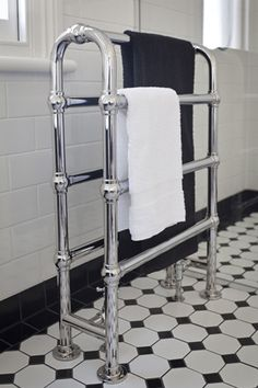 Like the towel warmer and the tile Perrin & Rowe Art Deco Bathroom feat. Hawthorn Hill arched towel warmer in Chrome 1930s Bathroom, Art Deco Bathroom, Bathroom Gallery, Art Deco Tiles, Towel Warmer, Art Deco Home, Art Deco Furniture, Towel Rail, Art Deco Design