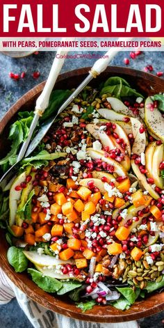 Fall Salad with pears, pomegranate seeds, apples, and caramelized pecans with pomegranate dressing salad salad salad recipes grillen rezepte zum grillen Spring Salad, Fall Salad, Autumn Chopped Salads, Winter Fruit Salad, Thanksgiving Sides, Pear Salad, Pomegranate Salad, Arugula Salad, Vegetarian