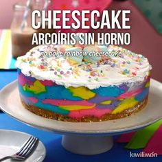Video de Cheesecake Arcoíris sin Horno Enjoy this delicious and colorful cheesecake without an oven. Mexican Food Recipes, Sweet Recipes, Crowd Recipes, Delicious Desserts, Yummy Food, Rainbow Food, Savoury Cake, Desert Recipes, Cheesecake Recipes