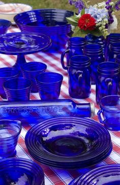 cobalt is perfect for a patriotic tablescape! Great for The Fourth Of July or Memorial Day!Vintage cobalt is perfect for a patriotic tablescape! Great for The Fourth Of July or Memorial Day! Vintage Dishes, Vintage Glassware, Vintage Perfume, Table Vintage, Antique Dishes, Love Blue, Blue And White, Color Blue, Colour