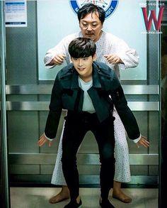 2016.09.08 Lee Jong Suk Instagram Update By @jongsuk0206  -  선배님!! 어부바!!!