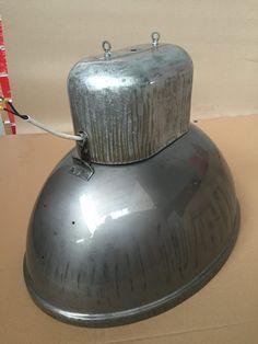 Regenerowane lampy industrialne oferowane przez Icon-Concept.pl idealnie nadają się do biura, loftów, domu. Sprawdź nasze Regenerowane lampy industrialne!