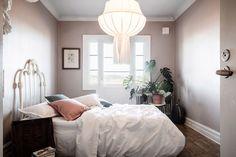 eclectic burgundy decor apartment 07