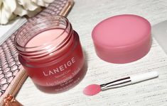 I'm also harder on the products that have a lot of hype. but could the LANGEIGE Lip Sleeping Mask hold up to my expectations? Best Makeup Products, Beauty Products, Lip Sleeping Mask, Korean Products, Laneige, K Beauty, Lip Care, Sleep Mask, Korean Skincare