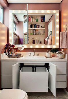 banheiro com espelho bem iluminado