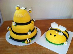 Beehive With Bee Smash Cake