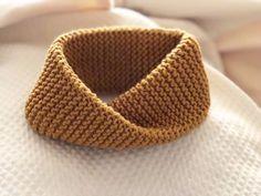 Tejemos 124 vueltas todas del derecho (hasta casi terminar la lana) y cerrar la labor. Baby Knitting Patterns, Knitting Stiches, Knitting For Kids, Knitting Yarn, Knitting Projects, Knit Or Crochet, Learn To Crochet, Crochet Scarves, Free Crochet