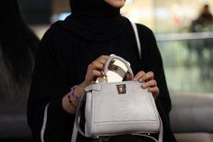 Aana Nourin Dubai Fashionista, Arab Swag, Hermes Kelly, Dress To Impress, Womens Fashion, Fashion Trends, Mini Bags, Kaftan, Accessories