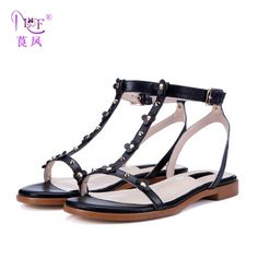 59.53$  Buy here - http://aiauk.worlditems.win/all/product.php?id=32803315362 - Black White Strap Buckle Flats Sandals With Rivets 2017 New European Style Fashion Personality Non-slip Ladies Summer Shoes