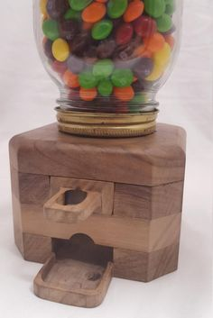 Candy Dispenser, Mason Jar Crafts, Mason Jars, Diy Gumball Machine, Kegel, Woodworking Hand Tools, Stuffed Shells, Projects To Try, Carving