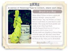 """Al dejar un trabajo a medio camino a tener una """"bolsa"""" para pinceles, así no lavamos. Esto mantiene el cepillo flexible y listo para usar cuando vuelva. O utilizar papel film o congelador para hacer el mismo trabajo. Pero no los almacene a largo plazo...Lo  mejor es limpiar y dejar secar al aire cuando hayas terminado."""