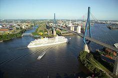 ... Köhlbrandbrücke (on the background)