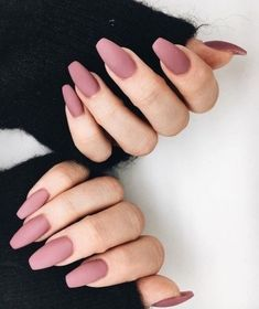 Nail art is a very popular trend these days and every woman you meet seems to have beautiful nails. It used to be that women would just go get a manicure or pedicure to get their nails trimmed and shaped with just a few coats of plain nail polish. Mauve Nails, Shiny Nails, Rose Nails, Dusty Pink Nails, Neutral Nails, Burgendy Nails, Oxblood Nails, Magenta Nails, Nails Turquoise