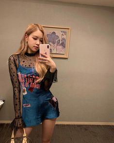 Your source of news on YG's biggest girl group, BLACKPINK! K Pop, South Korean Girls, Korean Girl Groups, Moda Kpop, Kpop Mode, Looks Teen, Rose Bonbon, 1 Rose, Kim Jisoo