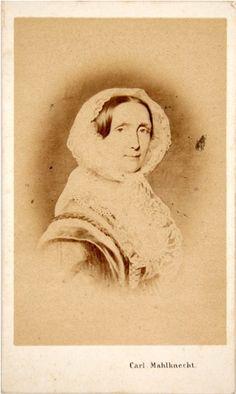 E[rz]h[erzogin] Sophie [Friederike von Österreich], Carl Mahlknecht ca. 1860. Albumin-Silber-Print, Carte-de-visite, o.J. [um 1860]. / Carl MAHLKNECHT. – Vorder- und Rückseite bedruckt, Bleistifttitel. Ref.: Meyer Bd. 6, S. 582. Photobibliothek.ch 3808 Photobibliothek.ch - Photographien 1861-1870