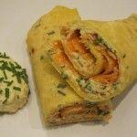 Crepes arrotolate con maionese di mandorle, carote ed erba cipollina