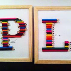 Lettre de crayons de couleur pour chambre d'enfant