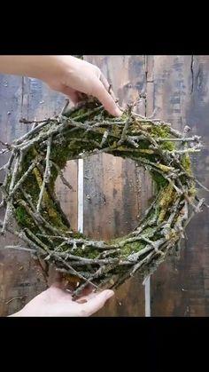 mrs_greenery on Instagram: DIY Mooskranz mit Zweigen. Sammelt in der Natur schöne Zweige und verziert damit euren Mooskranz. Ich zeige euch, wie ihr OHNE…