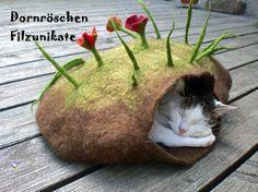 """Gorgeous handmade woolfelt """"kitty villa"""""""