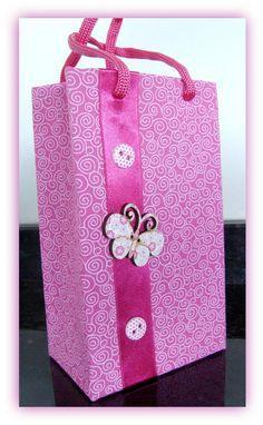 Sacolinhas feitas de caixa de leite. Ideias e Passo a passo. Diy And Crafts, Arts And Crafts, Paper Crafts, Fancy Envelopes, Tetra Pak, Wedding Boxes, Gift Bags, Diy Gifts, Wraps