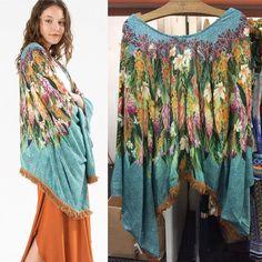 """Lançamento Sarongue!  >> kimono asas (tb disponível em outras cores) De R$379 por R$341,10 + frete grátis usando o código A798 no campo """"código de vendedor"""" ao finalizar suas compras! www.farmrio.com.br"""