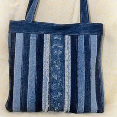 Denim Tote Bags, Denim Purse, My Bags, Purses And Bags, Rag Quilt Purse, Jean Purses, Recycled Denim, Patchwork Bags, Fabric Bags