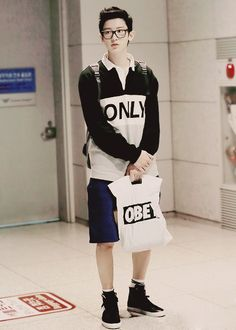 Chanyeol street fashion wearing/holding Obey