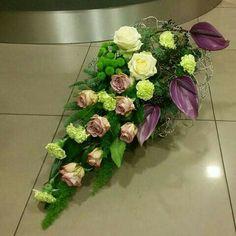 Kompozycje Grave Flowers, Cemetery Flowers, Church Flowers, Funeral Bouquet, Funeral Flowers, Deco Floral, Arte Floral, Grave Decorations, Flower Decorations