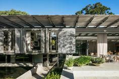 studio AG completes house for young couple with gable roof in sao paulo Facade Architecture, Contemporary Architecture, Landscape Architecture, City Landscape, Residential Architecture, Shading Device, Steel Detail, Gable Roof, Interior Garden