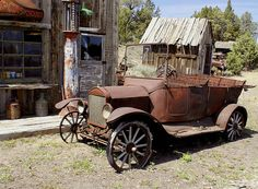 Rusting Oldtimer by swainboat, via Flickr