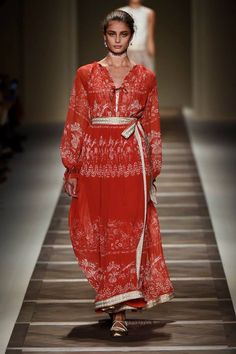 Etro Woman Spring Summer 16 Fashion Show.