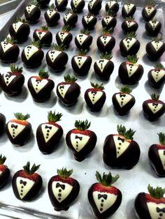 tuxedo strawberries diy http://www.craftymorning.com/how-to-make-tuxedo-strawberries/
