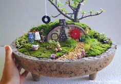 You're going to love Hobbit House Miniature Garden by designer Pir Tucker. Mini Fairy Garden, Fairy Garden Houses, Fairy Gardening, Succulent Gardening, Succulent Terrarium, Little Gardens, Small Gardens, Hobbit Garden, How To Make Terrariums