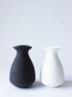 Tokkuri (sake bottle)(Black) - RYOTA AOKI POTTERY ONLINE STORE
