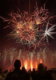 Taking Fireworks Photos with Your Phone Advance scout! Try to position yourself upwind of the fireworks to keep the smokey aftermath of from obscuring your next shot. Brace yourself! Night time means lower light which will cause more movement blur than daytime... #coastalresort #fireworks #georgia