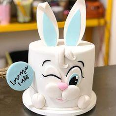 Renshaw's White Rabbit Cake Recipe Baby Cakes, Baby Birthday Cakes, Cupcake Cakes, Patisserie Design, Easter Bunny Cake, Rabbit Cake, Animal Cakes, Cake Decorating Techniques, Cute Cakes