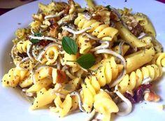 PASTA VARIADA AL GUSTO FUSSIONCOOK:  Un poquito de espirales, un poquito de macarrones...Menu pasta. Sacar y aderezar con unos tomates secos, unas gulas,unas nueces, semillas variadas y orégano fresco…