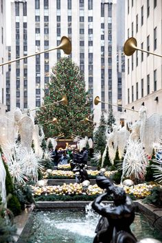 25 Things to Do In New York City at Christmas + Free Printable Bucket List - So Festive! - - 25 Things to Do In New York City at Christmas + Free Printable Bucket List - So Festive! New York City Christmas, Christmas Travel, Christmas Christmas, Xmas In New York, New York City Vacation, New York City Travel, New York In December, New York Weihnachten, Christmas Things To Do